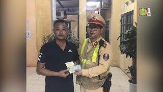 Đội CSGT số 8 trả lại giấy tờ thất lạc cho người dân   Tin nóng   Nhật ký 141
