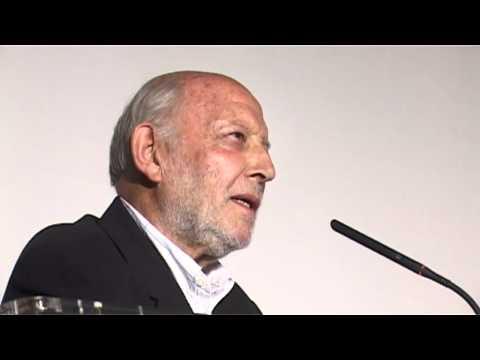 Alvaro de Luna Recoge el Faro de Plata en el 24º Festival de Cine de L'Alfàs