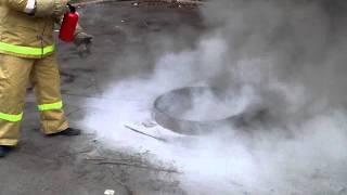 Вот так должен тушить автомобильный огнетушитель.(, 2014-08-23T07:46:45.000Z)