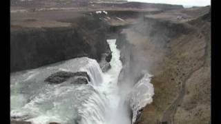Voyager entre l'Islande et le Groenland