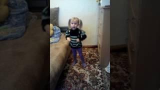Танец маленьких утят(Девочка танцует., 2016-11-04T16:32:15.000Z)