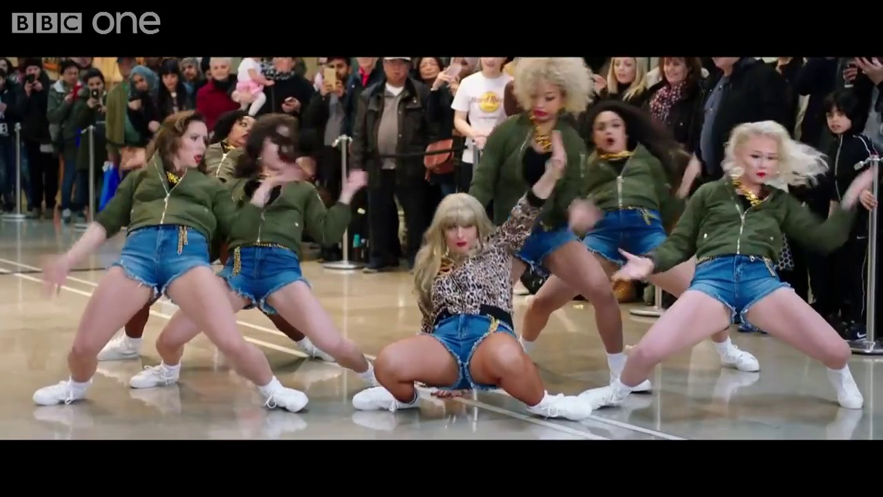Taylor Swift Flash Mob For Lets Sing And Dance For Comic Relief Youtube