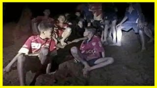 好餓!泰國失蹤足球隊被發現一刻:少年們追問日期想吃東西