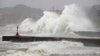 """فيديو.. إعصار """"ميدندولي"""" يضرب العاصمة اليابانية"""
