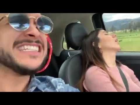 Cantando en el coche