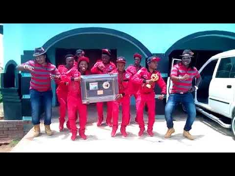 Abafana Baka Mgqumeni bethola i Golide {Gold Disc Award}