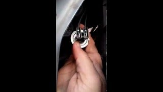 Vauxhall vectra headlight bulb replacement or removal