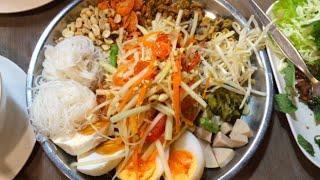 Thailand Vlog: Papaya Salad with Friends!