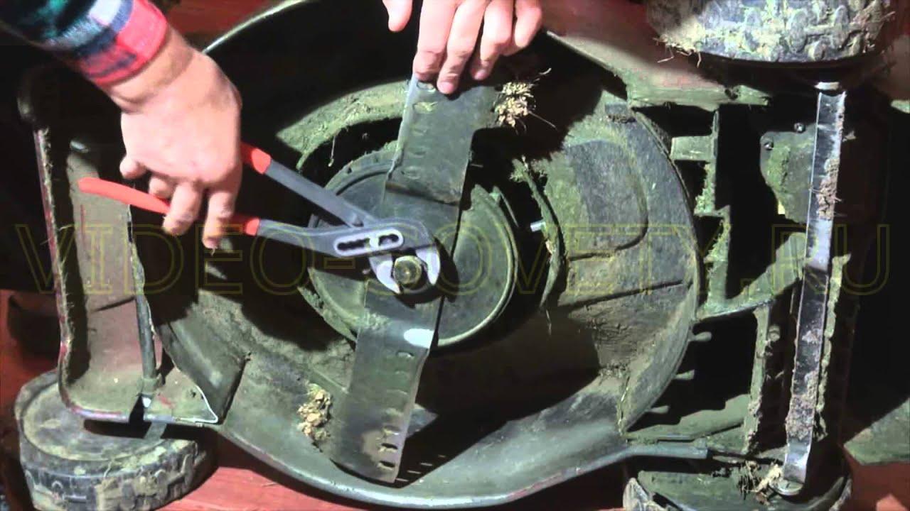 Ремонтирует газонокосилку - YouTube
