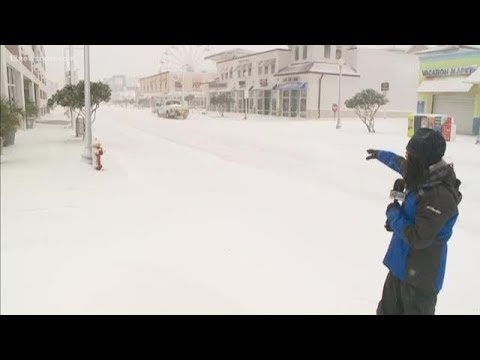 Strong winds, heavy snow at the Virginia Beach Oceanfront