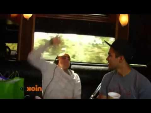 Big time rush - Cantando Elevate en el bus
