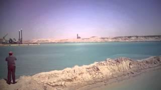 شاهد قناة السويس الجديدة والمياه تجرى بين ضفتيها فى القطاع الاوسط والكراكات تعمق