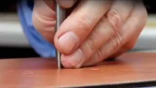 Как делают кожаные сумки(В этом видео вы можете своими глазами увидеть как создаются кожаные сумки вручную Мужские кожаные сумки..., 2014-05-16T15:56:53.000Z)