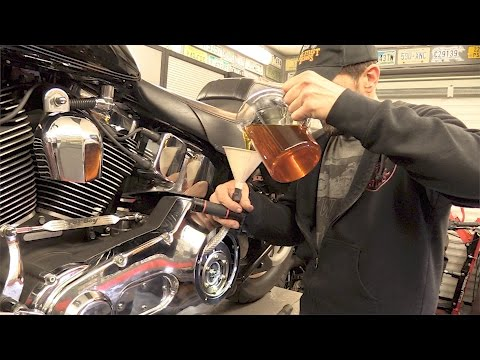 Delboy's Garage, Harley Softail Service #2, Primary Oil Change.