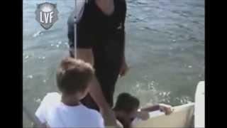 Empuje Boat Falla | OrangeCabinet