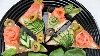 Тосты с рыбой и ресторанным украшением из огурцов