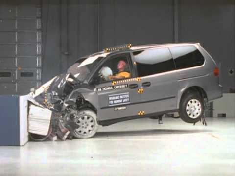 1999 Honda Odyssey moderate overlap IIHS crash test - YouTube