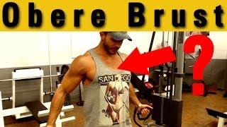 Obere Brust trainieren: massive Muskeln unter dem V-Neck