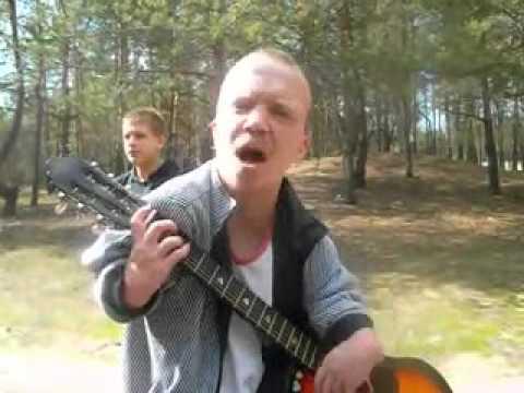 Карлик-инвалид играет пацанскую песню на гитаре. РЕСПЕКТ!!!!