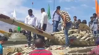 """印度庆祝""""胜利日"""" 展示印军武器装备供游客摆拍"""