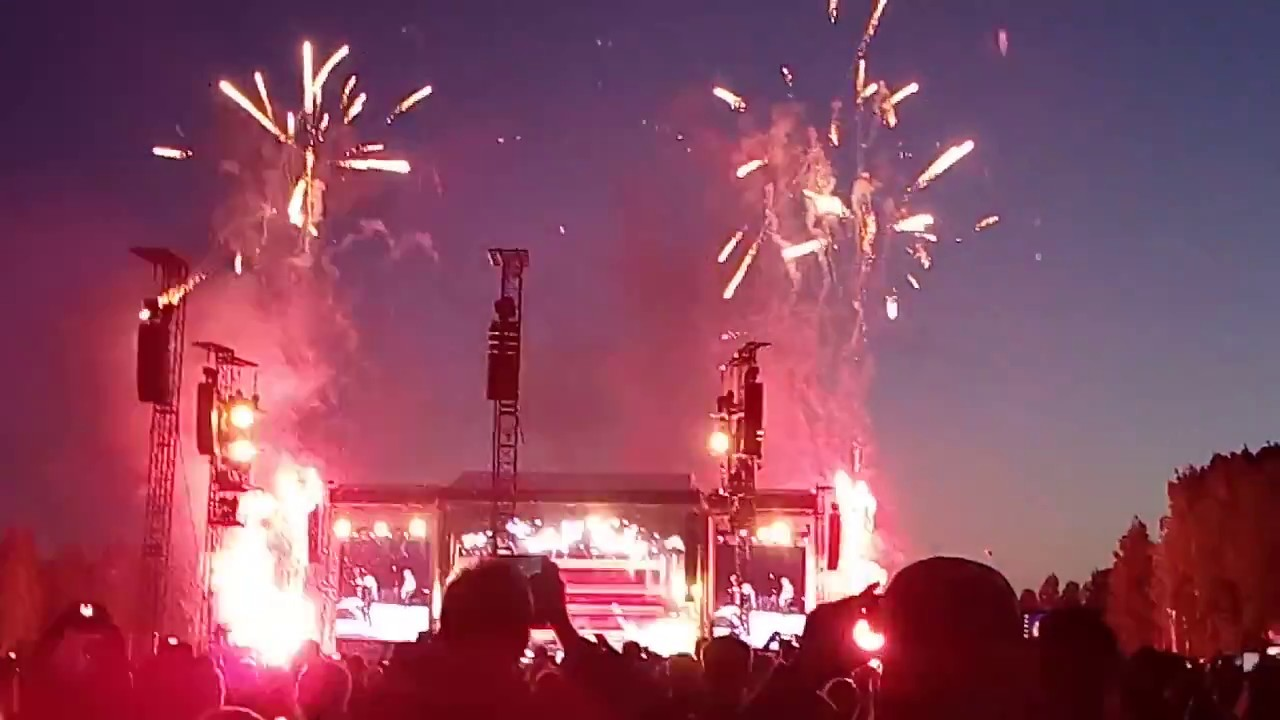 Guns N' Roses - Paradise City Live @ Hämeenlinna, Finland 1/7/2017 - YouTube