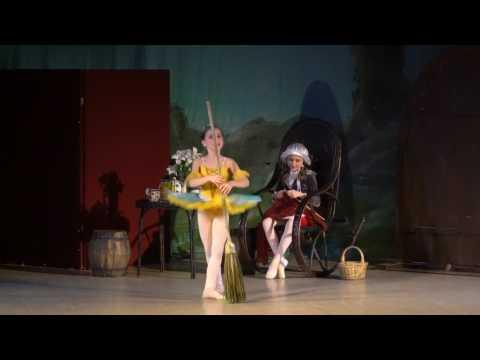 """Детский балет """"Дюймовочка"""". Дома у полевой Мыши"""