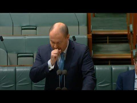 Avustralyalı bakan meclis ortasında öksürük krizi geçirdi, kendini karantinaya aldı