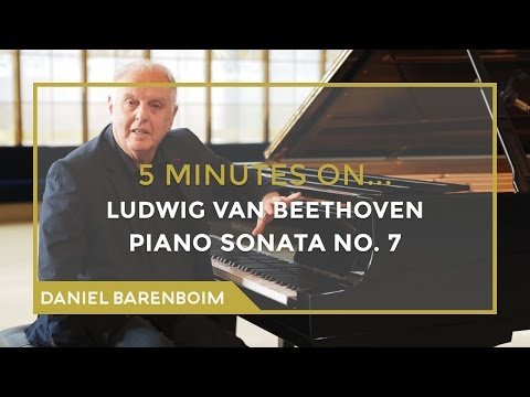 5 Minutes On... Beethoven - Piano Sonata No. 7 (D major) | Daniel Barenboim [subtitulado]