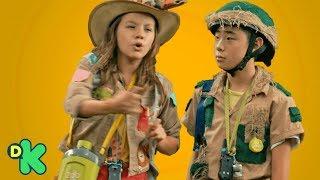 Durante uma expedição, Zu, Nuno e Eric correm de um animal desconhe...