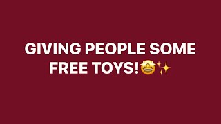 GIVING PPL SOME FREE TOYS || ROBLOX ADOPT ME!