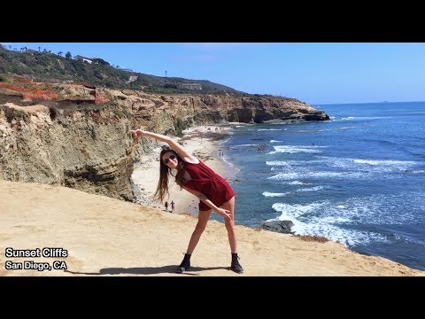 Girl Dances in 100 Places in the U.S.A (TIMELAPSE)