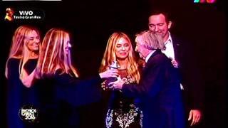 Las Trillizas entregan Premio Gardel a Carlitos Bala (07-06-2016)