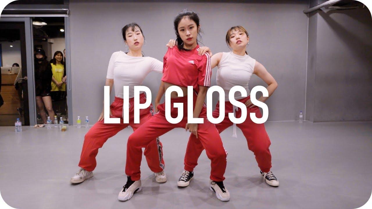 Lip gloss dance tutorial.