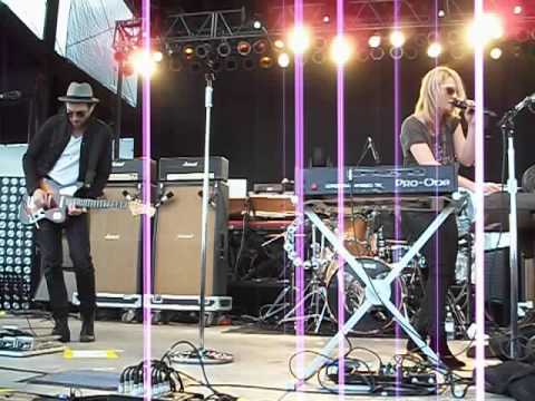 Metric Speed The Collapse Live @ Les Schwab Amphitheater 5/27/12