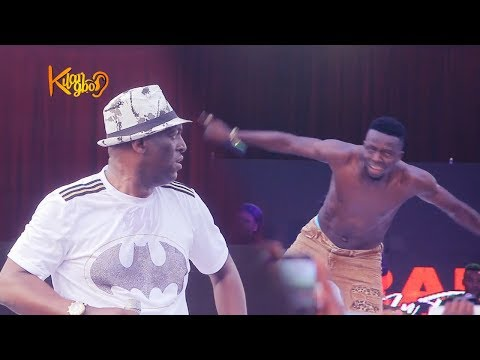 Gospel singer, Sammie Okposo, Sings As Akpororo remove his shirt to praise God
