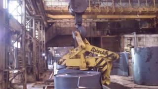 Работа захватов (клещей) для стальных рулонов