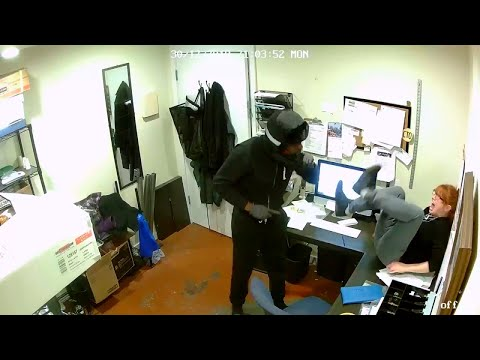 Kristina Kage - Pizza Shop Employee Bravely Escapes Robber