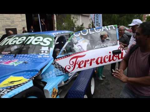 Camilo revolucionó la puerta de LU5  y LM Neuquén: charló y se sacó fotos con los fanas del TC