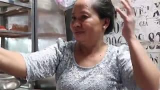 Bà chủ bánh canh 300k bật khóc kể hành trình nuôi con gái trở thành cố vấn ẩm thực hàng đầu thế giới