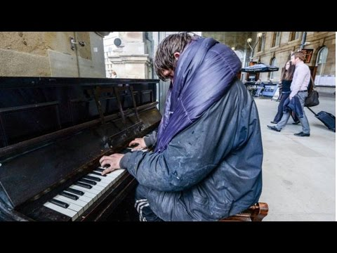 Homeless piano - Homeless piano man will make you cry compilation[Original+HD]