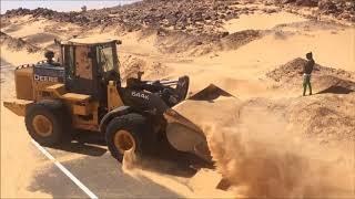 Asphaltwahnsinn neue Straße in Mauretanien. Dünen ohne Ende