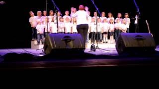 Prifarski muzikanti z Otroškim pevskim zborom Zibika