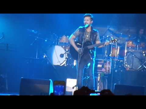 Atif Aslam singing live Gulaabi Aankhen on 29 Nov 2014