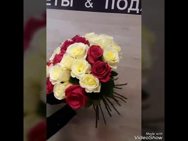 Букет из разноцветных роз.