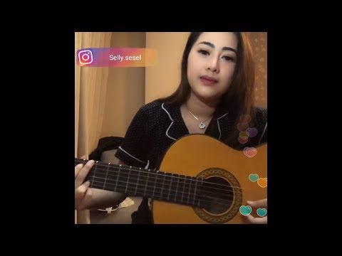 Selly sesel menyanyikan lagu keramat bang Haji Rhoma Irama di live Bigo