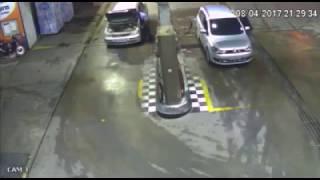 explosión en una estacion de gasolina por utilizar en celular! (BRASIL)