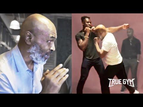 Майк Тайсон учит бить бойцов UFC / Показал отличную форму в 53 года
