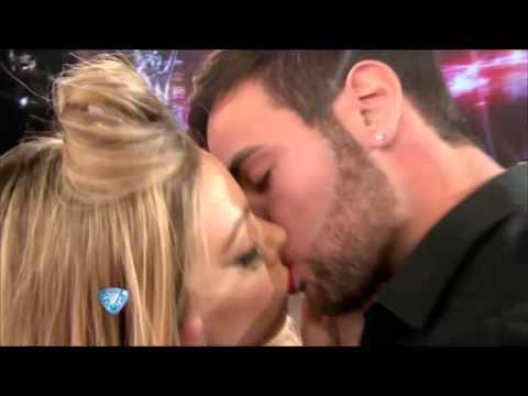 Fue una noche beso a beso en ShowMatch