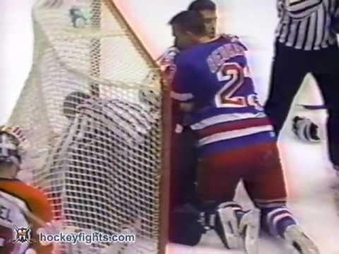 Jeff Beukeboom vs Eric Lindros Nov 19, 1992