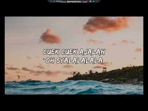 DJ Qhelfin - Happy Ajalah ft. Gafar (Lyrics/Lirik Video)